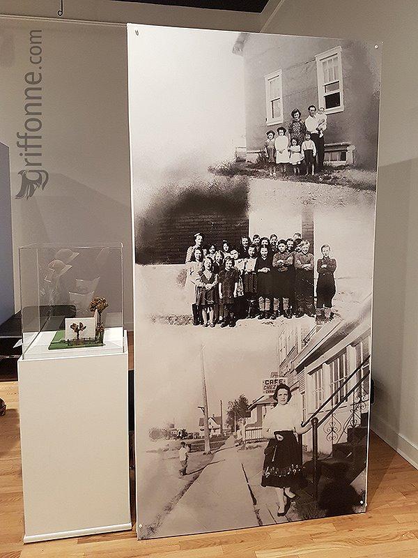 Panneau de photos historiques. Historical photos sign.