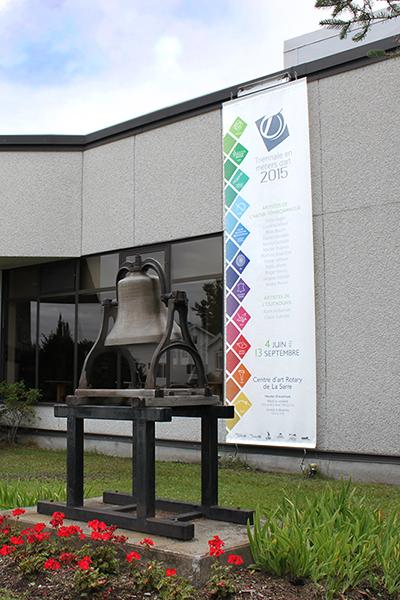 Large exterior banner for an art event. Bannière extérieure grand format pour un événement artistique